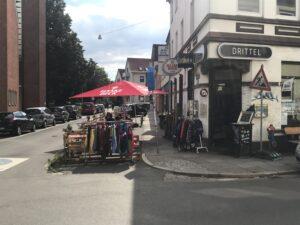 Temporäre Außengastronomie auf ehemaligen Parkplätzen in Bremen im Sommer 2020