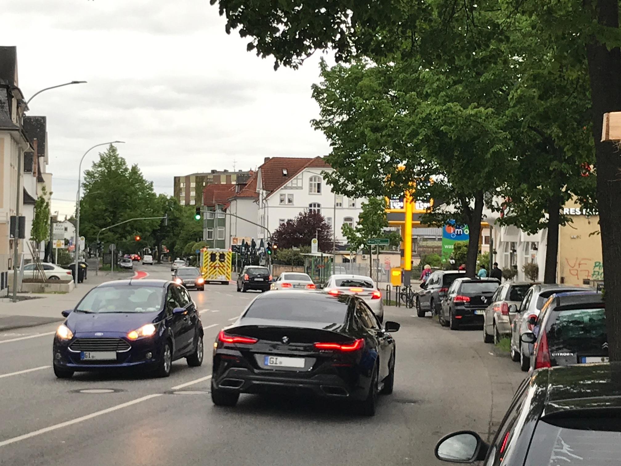 Kaum eine Straße in Gießen ist so lärmgeplagt wie die Rodheimer Straße in der Weststadt. Der Verkehrsclub Deutschland hat daher den Internationalen Tag des Lärms zum Anlass genommen und den Magistrat aufgefordert, endlich Tempo 30 am Tag und vor allem in der Nacht einzuführen.