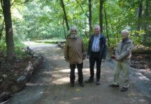 Holzheims Ortsvorsteher Ulrich Engel, Markwaldvorstand Dieter Reitschmidt und Ewald Seidler (von links)